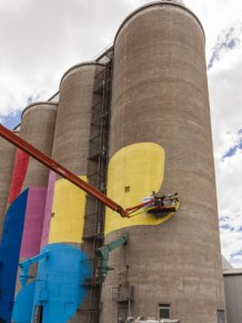 Grain Silos In Western Australia Get A New Paint Job