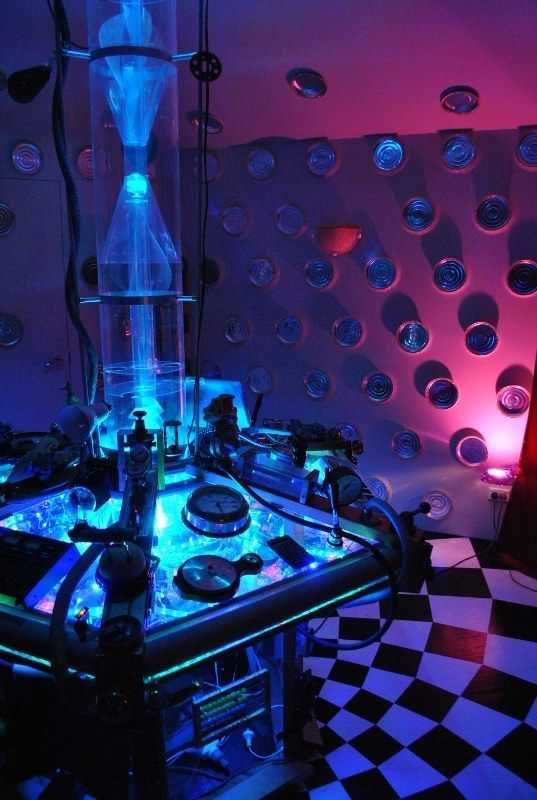 This Guy Built A TARDIS From Doctor Who And It's Impressive