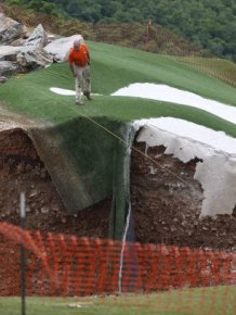Missouri Golf Course Gets Swallowed By A Sinkhole That's 35 Feet Deep