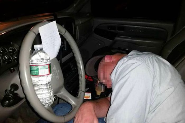 The Drunk Knight Leaves Hilarious Note For Man Passed Out In His Car
