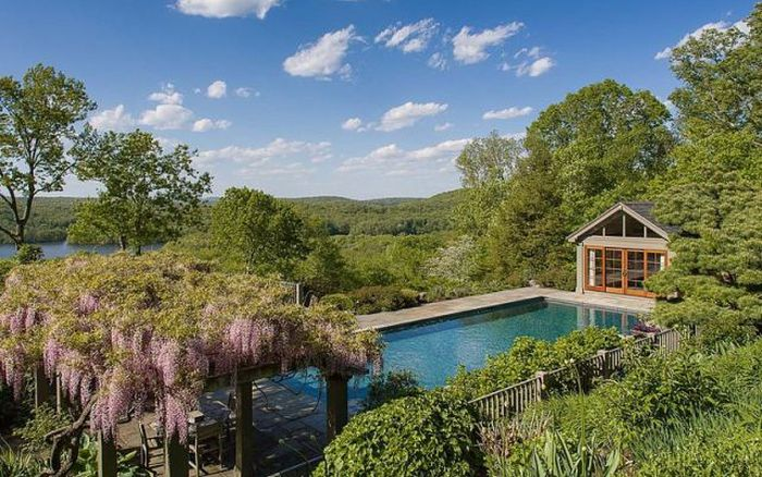 Take A Look At Bruce Willis' New Luxury Mansion In New York