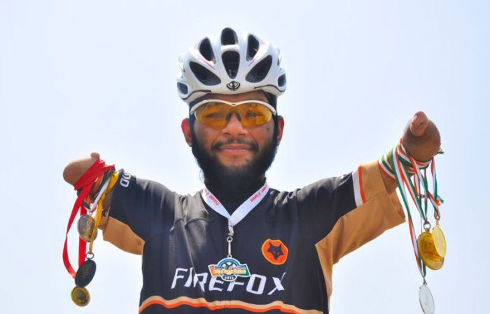 Inspirational Man Accomplishes Incredible Things Without Hands