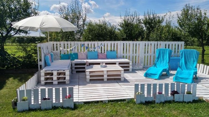 How To Make A Beautiful Backyard Patio Using Pallets