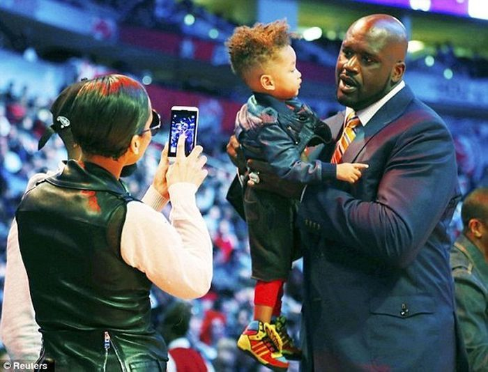 Pictures That Show Just How Gigantic Shaquille O'Neal Really Is
