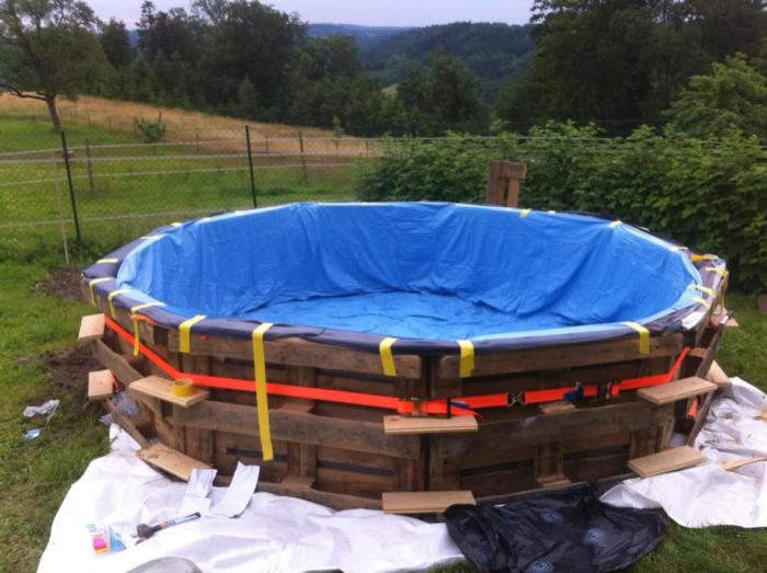 How To Build Your Own Swimming Pool Out Of Pallets