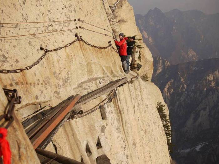 11 Popular Tourist Attractions That Might Kill You