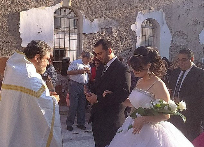 Syrian Couple Gets Married In War Torn Ruins