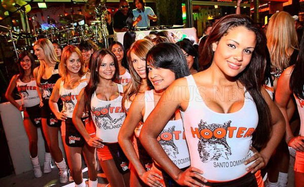 Hooter's Girls
