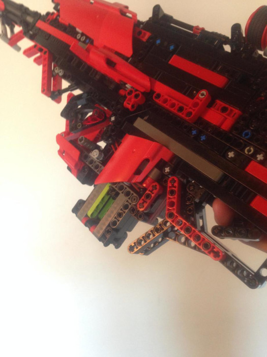 Man Builds Incredible Toy Gun Using Only Legos