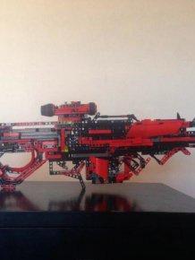 Man Builds Incredible Toy Gun Using Only Legos