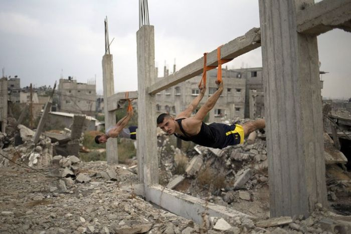 A New Gravity Defying Fitness Trend Is Taking Over The Streets Of Palestine