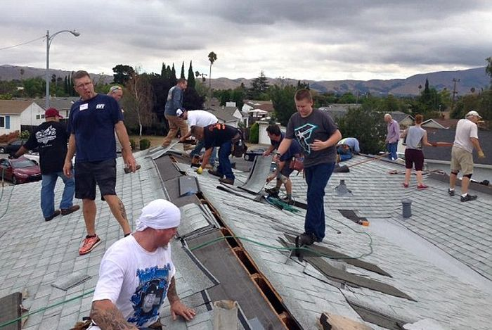 Touching Moment Dozens Of Strangers Came Together To Fix 75-Year-Old Man's Rooftop