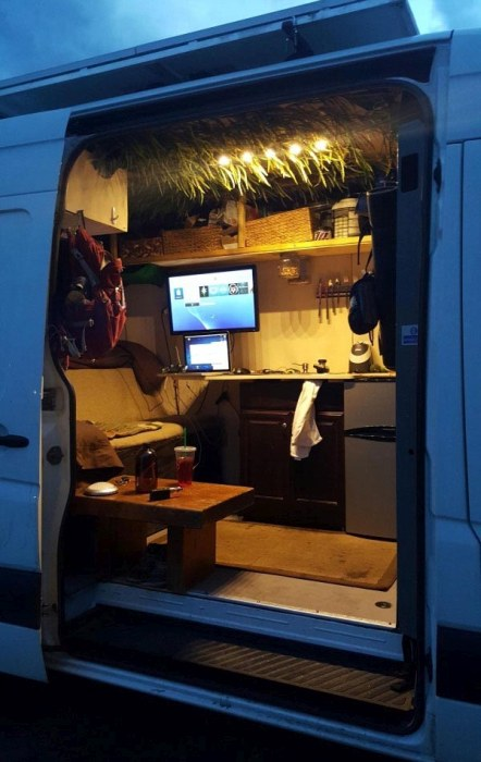 House On Wheels Based On The Mercedes Sprinter