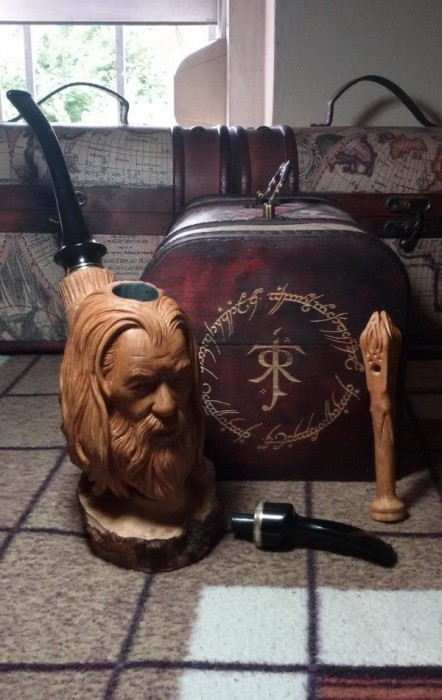 Sculptor Creates Smoking Pipe With Gandalf's Face On It