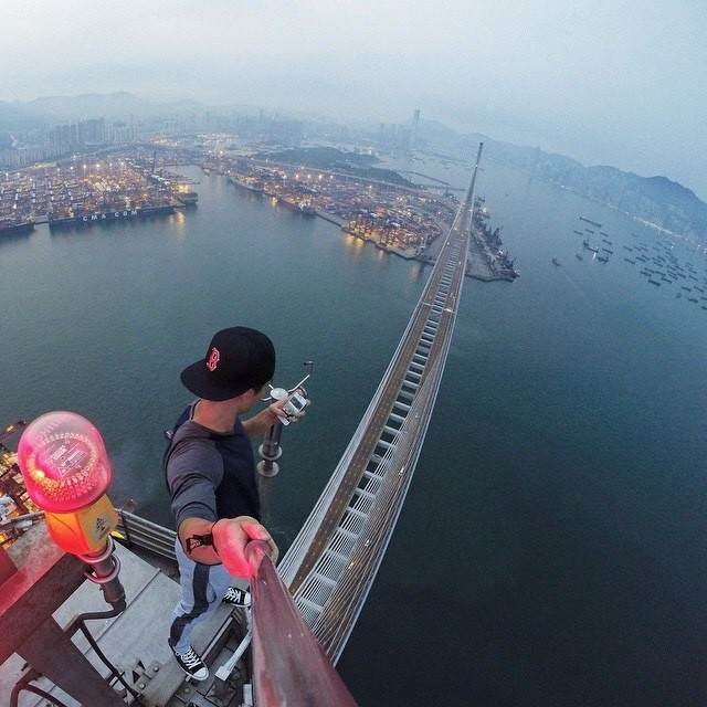 People Who Went To Great Lengths To Take Extreme Selfies