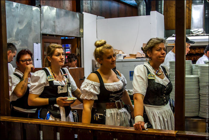 When Your Expectations Of Oktoberfest Waitresses Meet Reality
