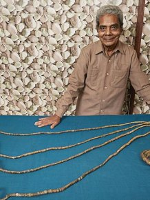 This Indian Man Has Been Growing His Fingernails Since 1952