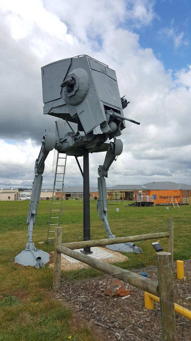 Fan Builds His Own Life-Sized Imperial AT-ST Walker From Star Wars