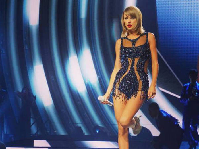 Taylor Swift Donates $50,000 To Help A Kid With Cancer