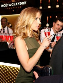 Waiters Caught Staring At Scarlett Johansson Is The Internet's Newest Sensation