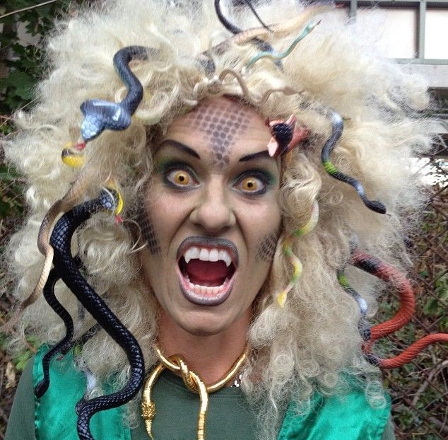 Impressive Halloween Makeup That Will Give You The Chills