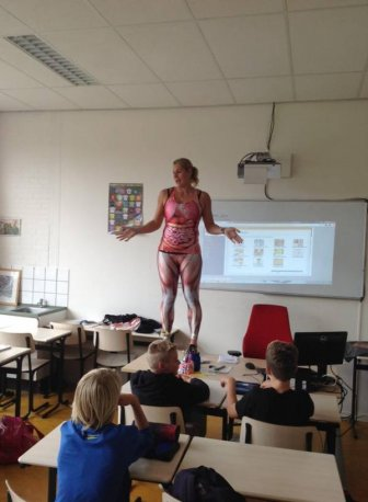 Teacher Sheds Her Skin And Shows Off Her Body In The Classroom