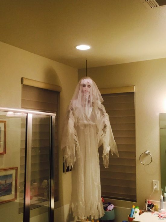 People Who Took Their Halloween Decorations To The Next Level