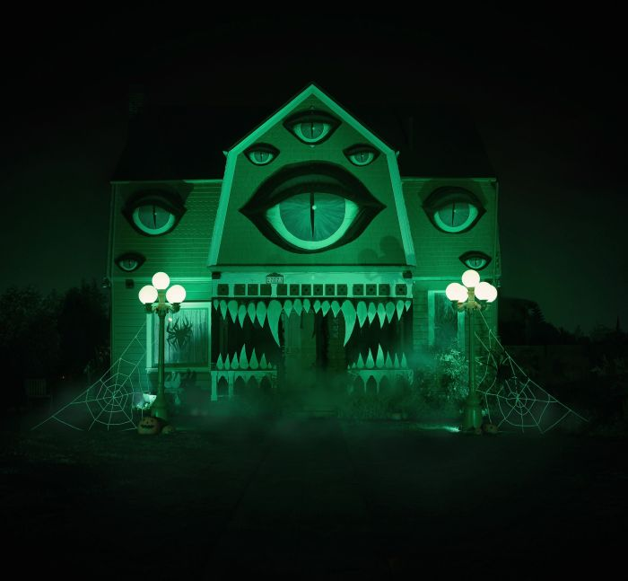 The Halloween Decorations On This House Are Stunning But Haunting