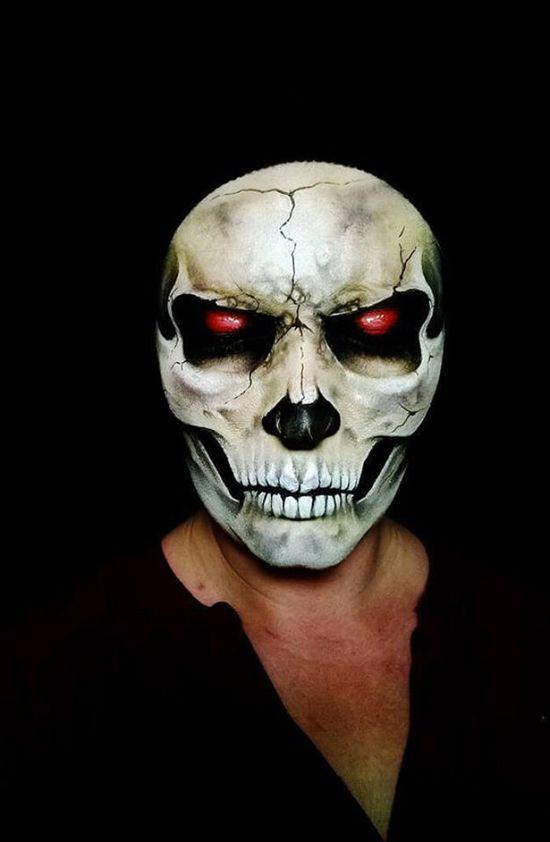 Creepy halloween makeup