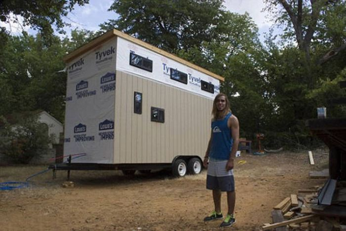 Man Cuts Down His Cost Of Living By Moving Into A Tiny House