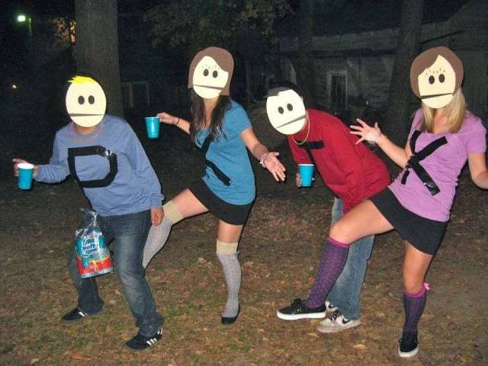 People Who Got Into The Halloween Spirit With Group Costumes