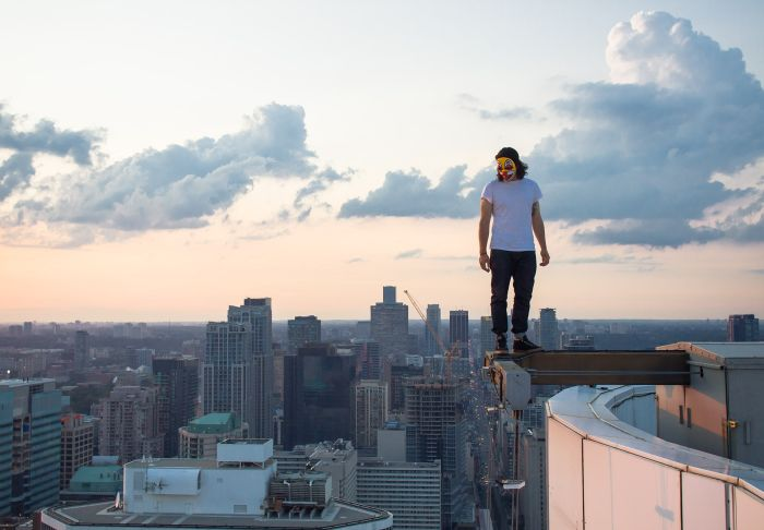 Seriously Insane Selfies From The World's Tallest Buildings