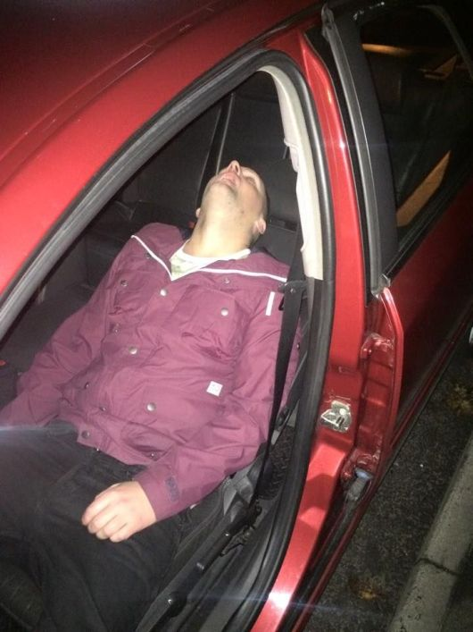 Guy Passes Out In The Back Of A Taxi And Wont Wake Up