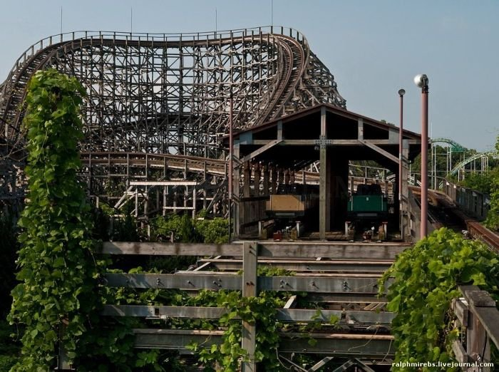 Abandoned Amusement Park in Japan