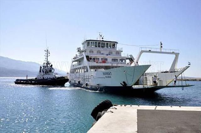 Huge Ferry Incorrectly Docked