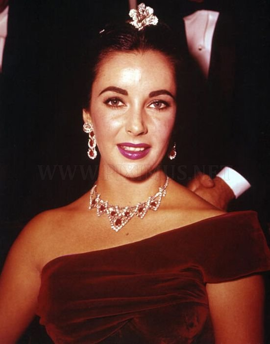 Elizabeth Taylor's Diamond Jewellery Going For Auction