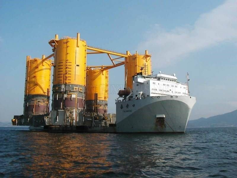 Transportation of large cargo ships