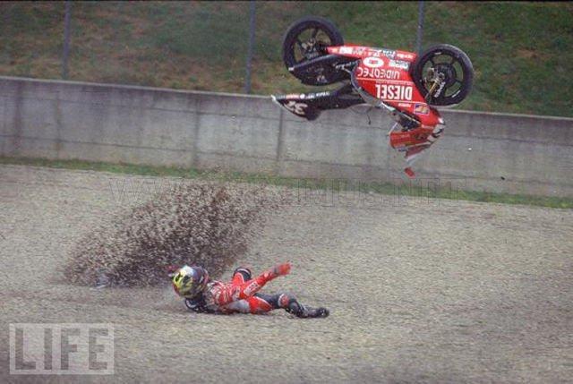 Stunning Images of Frightening Motorcycle Crashes