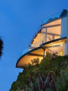 Luxurious mansion in Laguna Beach for $ 9,995,000