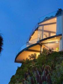 Luxurious mansion in Laguna Beach for $ 9,995,000