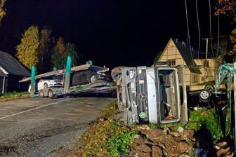 Truck carrying a new Mercedes crashed in Estonia