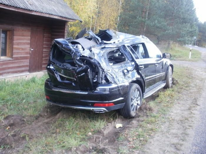 Truck Carrying A New Mercedes Crashed In Estonia Vehicles