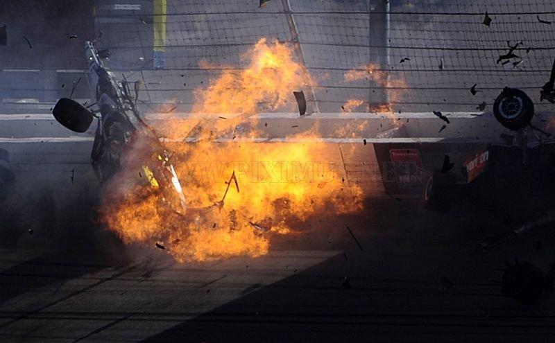 Dan Wheldon dies following Indycar crash in Vegas