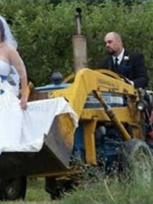 Weird and Funny Wedding Photos