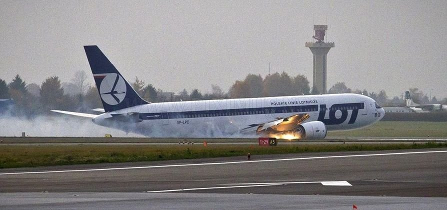 Boeing 767 Landing on Its Belly