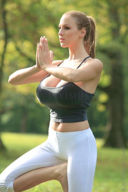 Jordan Carver's Yoga Workout