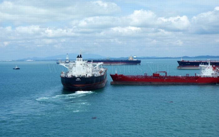 Tankers Almost Collided in Singapore