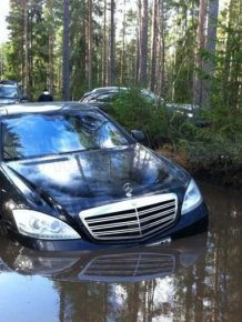 Mercedes S600 Sucks Off Road