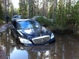 Mercedes S600 Sucks Off Road