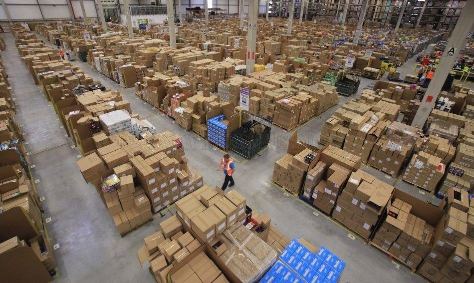 Amazon.com's Gigantic Warehouse (12 pics)